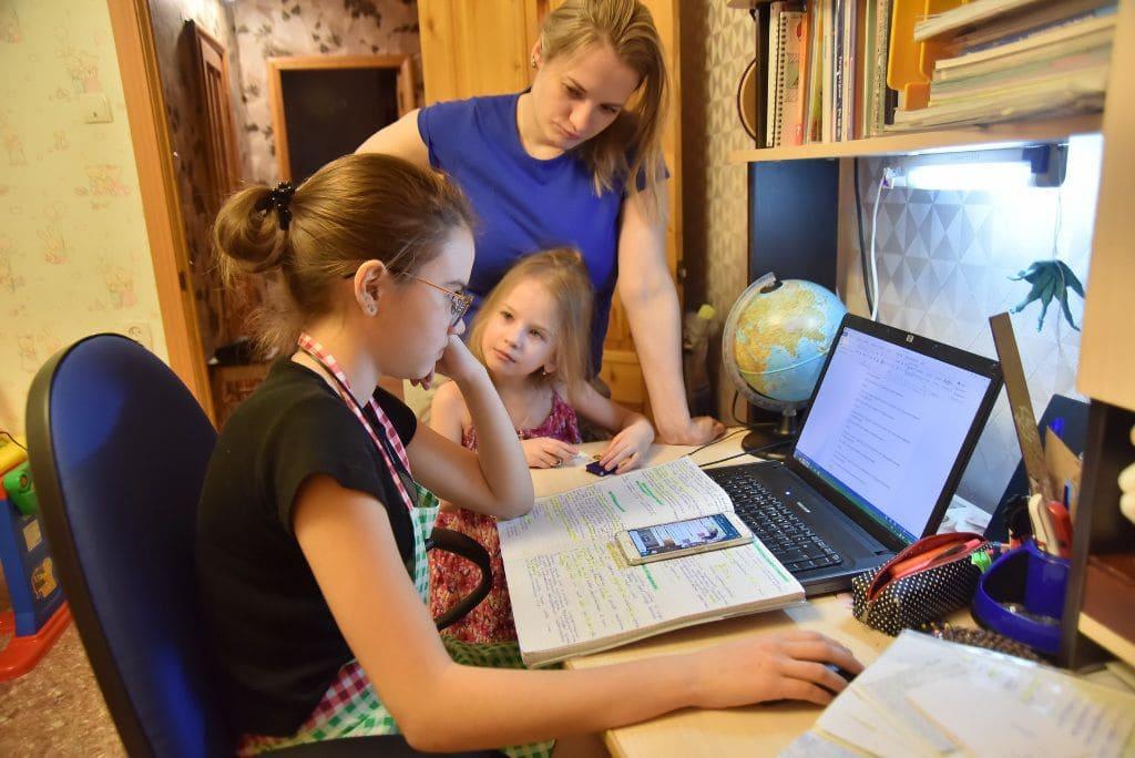 Законно ли полностью переводить ребенка на дистанционное обучение в России?