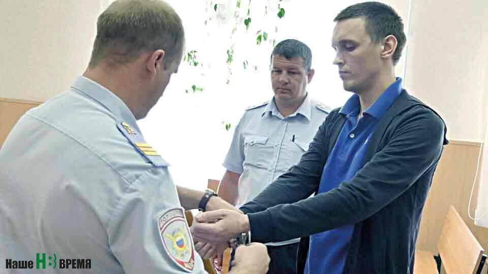 После приговора Сергея МУРАШОВА взяли под стражу в зале суда.