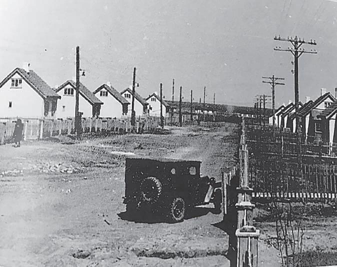А вот такие дома были выстроены для переселенцев.