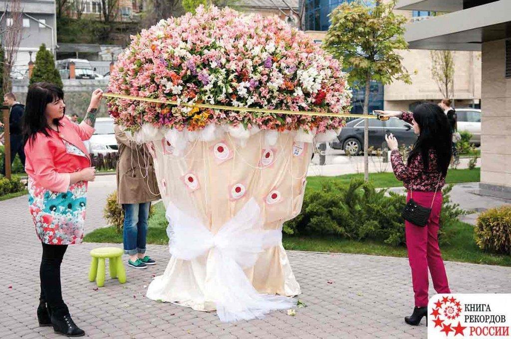 Самый большой свадебный букет россии собрали ростовские флористы — img 3