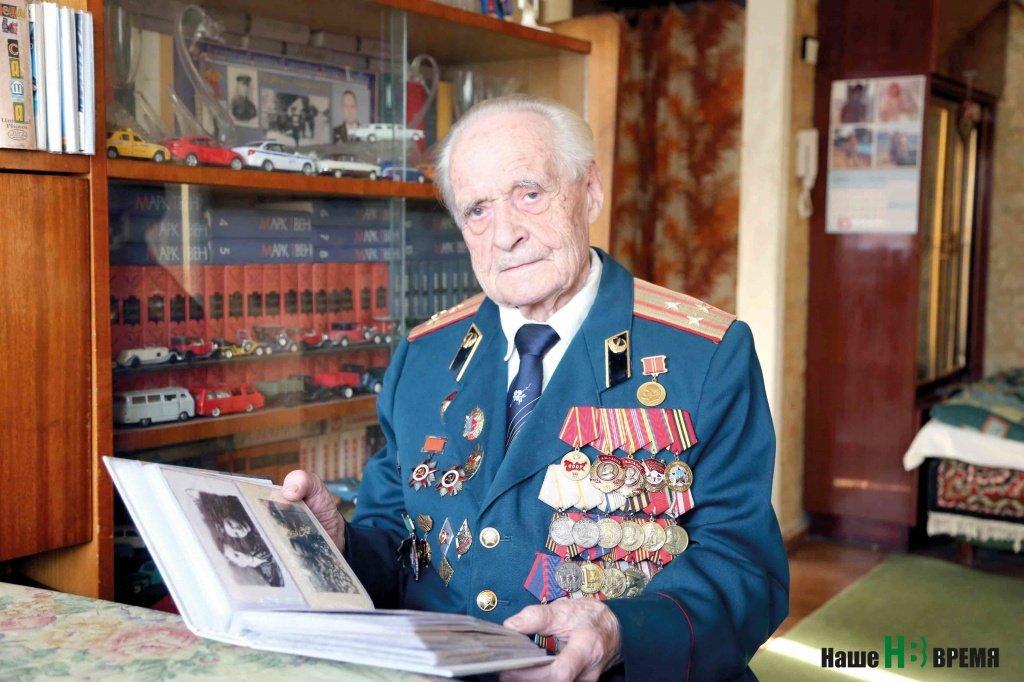 Александр Захарович Карпенко прошел всю войну